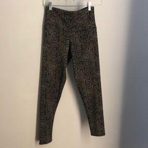 Onzie Pants - Onzie green snakeskin leggings sz S/M 70415